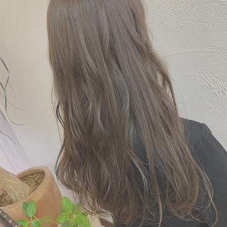 ミルクティーグレージュ ナチュラル ロング イルミナカラー ヘアスタイルや髪型の写真・画像