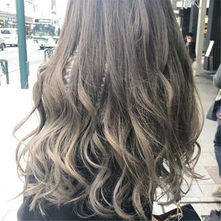フェミニン ブリーチオンカラー ロング グラデーションカラー ヘアスタイルや髪型の写真・画像