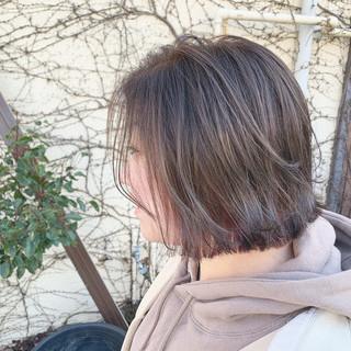 ナチュラル アッシュグレージュ 3Dハイライト ボブ ヘアスタイルや髪型の写真・画像
