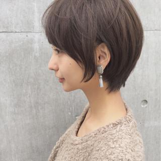 小顔 大人かわいい ニュアンス ショート ヘアスタイルや髪型の写真・画像