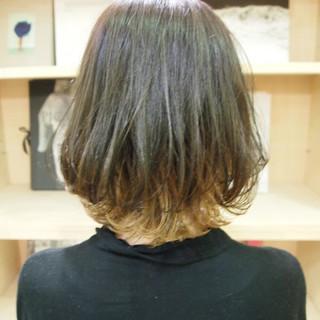 ブリーチ インナーカラー ポイントカラー アウトドア ヘアスタイルや髪型の写真・画像