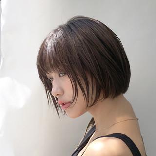 グレージュ ショート ナチュラル ハイライト ヘアスタイルや髪型の写真・画像