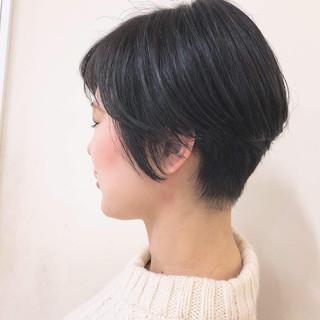 ハンサムショート ナチュラル グレージュ オフィス ヘアスタイルや髪型の写真・画像