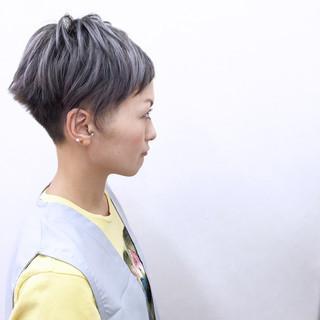 ホワイト モード アッシュ ハイトーン ヘアスタイルや髪型の写真・画像