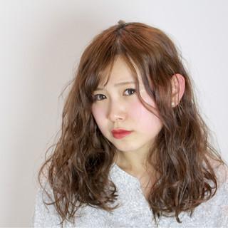 ミルクティー 小顔 ナチュラル ニュアンス ヘアスタイルや髪型の写真・画像