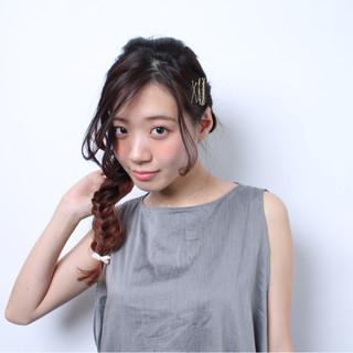 ロング ヘアアクセ ヘアアレンジ フィッシュボーン ヘアスタイルや髪型の写真・画像