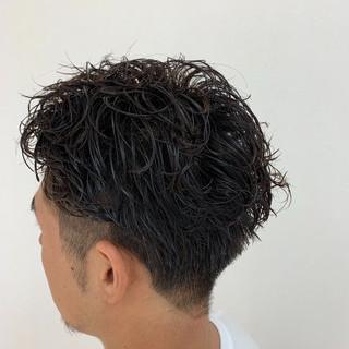 無造作パーマ メンズショート スパイラルパーマ ナチュラル ヘアスタイルや髪型の写真・画像