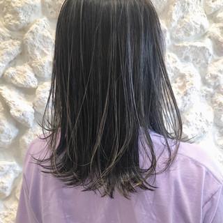ナチュラル ミディアム エアリー 極細ハイライト ヘアスタイルや髪型の写真・画像