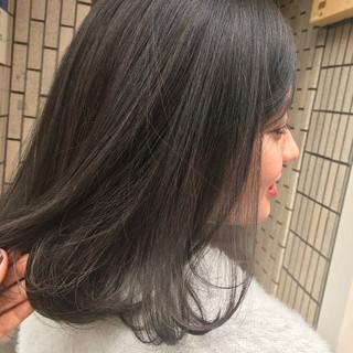 外国人風カラー アッシュ ミディアム グレージュ ヘアスタイルや髪型の写真・画像