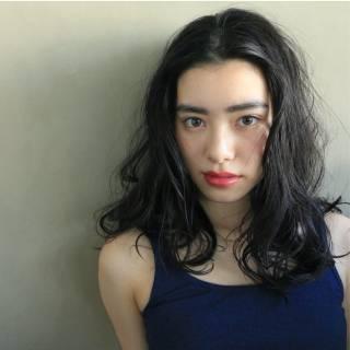 黒髪 ストリート セミロング ウェーブ ヘアスタイルや髪型の写真・画像