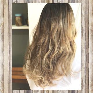 ナチュラル ブリーチ グラデーションカラー 秋 ヘアスタイルや髪型の写真・画像