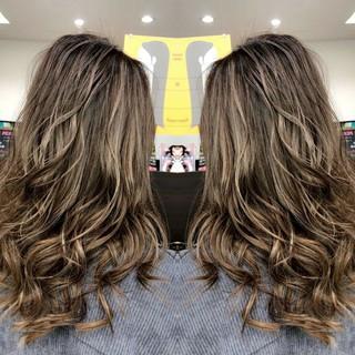 バレイヤージュ イルミナカラー #インナーカラー ロング ヘアスタイルや髪型の写真・画像
