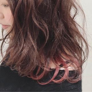 フェミニン レッド ミディアム ピンク ヘアスタイルや髪型の写真・画像