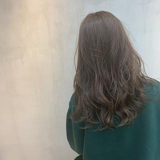外国人風カラー ラベンダーグレージュ セミロング グレージュ ヘアスタイルや髪型の写真・画像