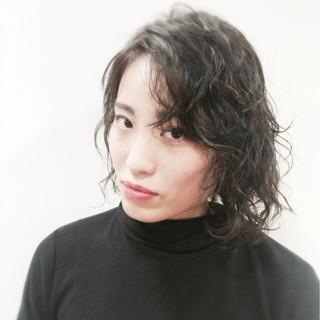 パーマ 暗髪 外国人風 モード ヘアスタイルや髪型の写真・画像