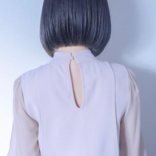 インナーカラー ボブ ブリーチ グレー ヘアスタイルや髪型の写真・画像