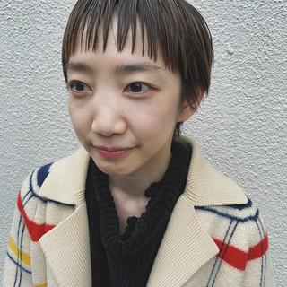 オン眉 大人ハイライト ナチュラル ショートヘア ヘアスタイルや髪型の写真・画像