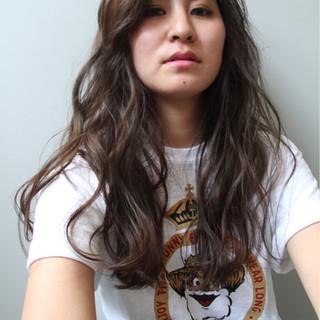 外国人風カラー アッシュ ロング アッシュグレージュ ヘアスタイルや髪型の写真・画像
