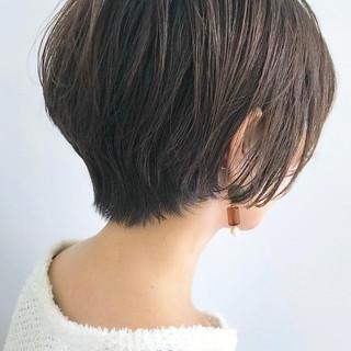 ナチュラル ショート アッシュグレージュ グレーアッシュ ヘアスタイルや髪型の写真・画像