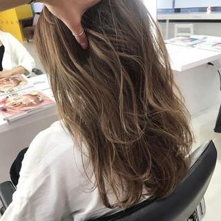 アッシュベージュ 3Dハイライト グレージュ セミロング ヘアスタイルや髪型の写真・画像