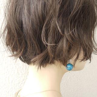 ボブ オフィス アッシュグレージュ 大人ショート ヘアスタイルや髪型の写真・画像