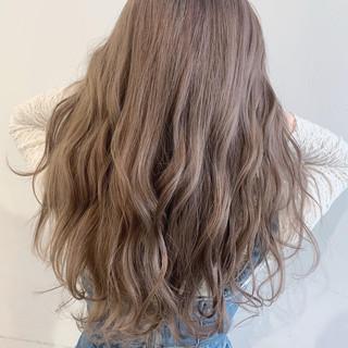 ミルクティーグレージュ モテ髪 アッシュグレージュ ロング ヘアスタイルや髪型の写真・画像