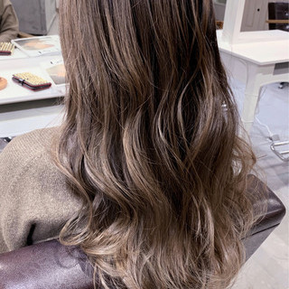 バレイヤージュ ベージュ 透明感カラー ナチュラル ヘアスタイルや髪型の写真・画像