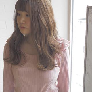 ベージュ 透明感 リラックス エレガント ヘアスタイルや髪型の写真・画像
