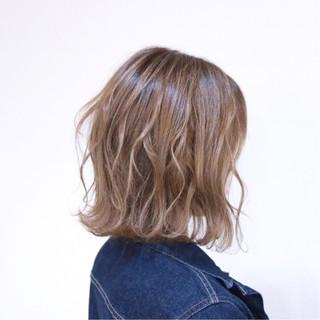 透明感 フェミニン 外国人風 波ウェーブ ヘアスタイルや髪型の写真・画像