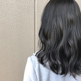 ミディアム ナチュラル アウトドア 艶髪 ヘアスタイルや髪型の写真・画像