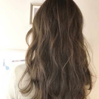 アッシュベージュ ナチュラル ロング リラックス ヘアスタイルや髪型の写真・画像 ヘアスタイルや髪型の写真・画像