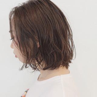 ダブルカラー リラックス ボブ パーマ ヘアスタイルや髪型の写真・画像