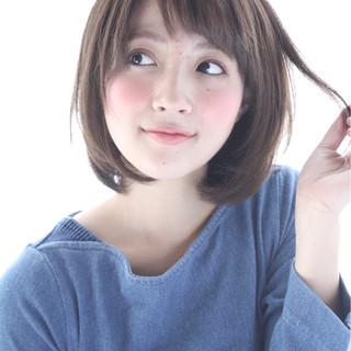 オフィス フェミニン 小顔 デジタルパーマ ヘアスタイルや髪型の写真・画像