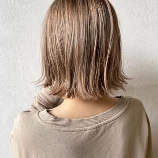 ミニボブ ミルクティーアッシュ ミルクティー ボブ ヘアスタイルや髪型の写真・画像