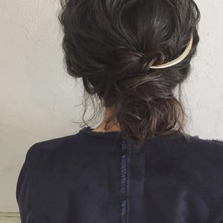アップスタイル 暗髪 ミディアム ナチュラル ヘアスタイルや髪型の写真・画像