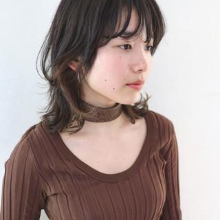 ミディアム ウルフカット ニュアンスウルフ インナーカラー ヘアスタイルや髪型の写真・画像