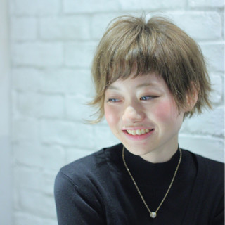 ハイトーン モード ショート アシメバング ヘアスタイルや髪型の写真・画像