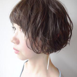 コンサバ ウェーブ 小顔ショート デート ヘアスタイルや髪型の写真・画像