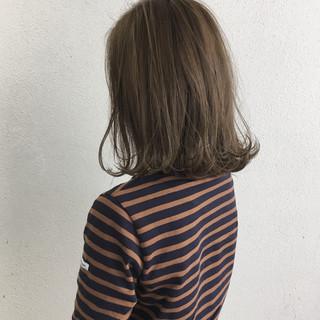 ミディアム 切りっぱなし 外ハネ ロブ ヘアスタイルや髪型の写真・画像 ヘアスタイルや髪型の写真・画像