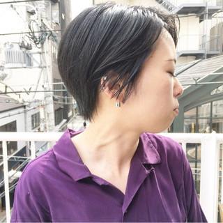 ネイビーアッシュ ストリート コリアンネイビー ショート ヘアスタイルや髪型の写真・画像