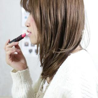 フリンジバング フェミニン ミルクティー セミロング ヘアスタイルや髪型の写真・画像