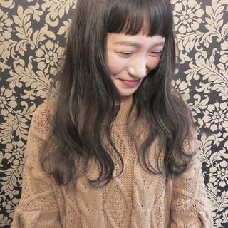 フェミニン ベージュ アッシュ アンニュイほつれヘア ヘアスタイルや髪型の写真・画像