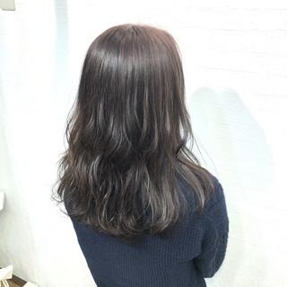 オフィス 地毛風カラー グレージュ セミロング ヘアスタイルや髪型の写真・画像