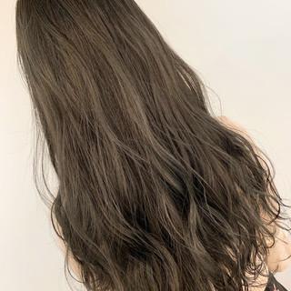 グレージュ 透明感 ナチュラル ロング ヘアスタイルや髪型の写真・画像 ヘアスタイルや髪型の写真・画像