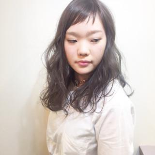 斜め前髪 ハイトーン 色気 ナチュラル ヘアスタイルや髪型の写真・画像 ヘアスタイルや髪型の写真・画像
