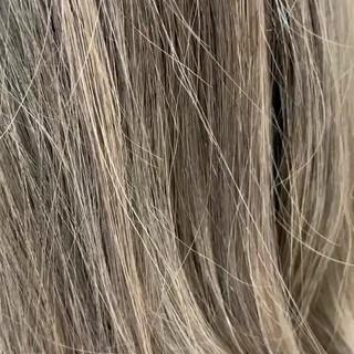 外国人風カラー ミルクティーブラウン ロング ローライト ヘアスタイルや髪型の写真・画像