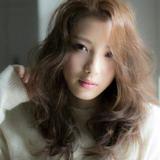 セミロング フェミニン 前髪あり ナチュラル ヘアスタイルや髪型の写真・画像