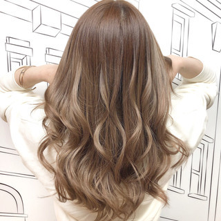 ミルクティーベージュ ガーリー ロング イルミナカラー ヘアスタイルや髪型の写真・画像 ヘアスタイルや髪型の写真・画像