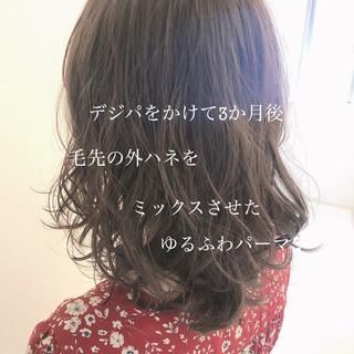 グレージュ ミディアム 大人かわいい ゆるふわパーマ ヘアスタイルや髪型の写真・画像