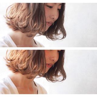 フェミニン ウェットヘア ナチュラル ボブ ヘアスタイルや髪型の写真・画像